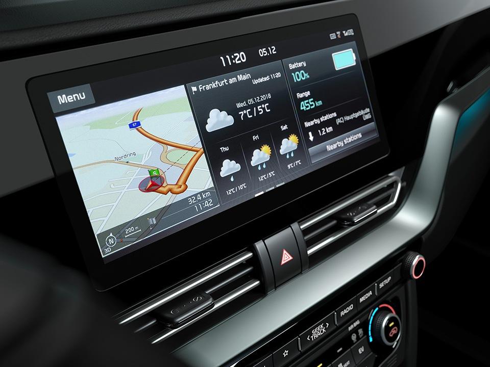 Sistem infotainment cu touchscreen de 10.25 inch